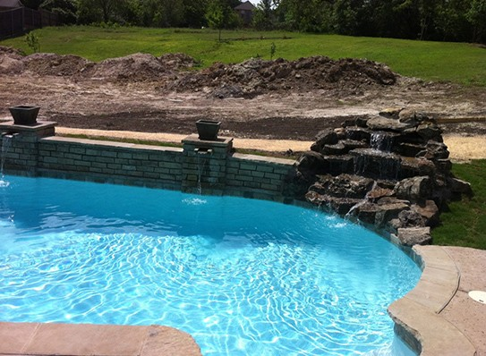 Great pool with fantastic wall and features